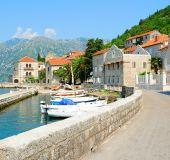 Gatvė Perast miestelyje Juodkalnijoje