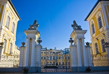 Rundalės rūmų vartai