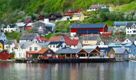 Miestelis prie Geirangerio fjordo
