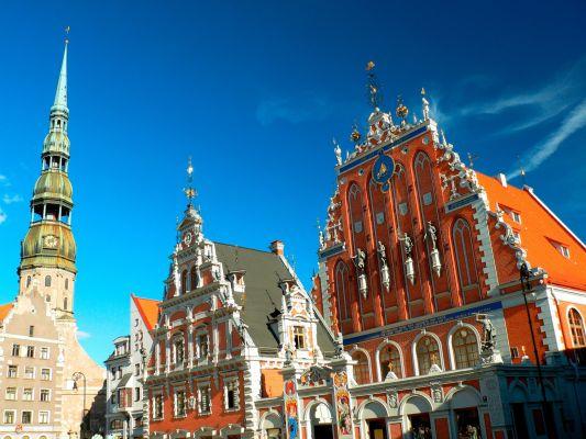 Juodagalvių brolijos rūmai ir Šv. Petro bažnyčia Rygoje