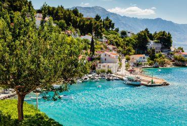 Miestelis prie Adrijos jūros